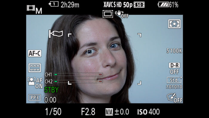 Eye detection following a woman's eye on the A7 III screen