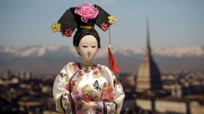 Reference image of a Chinese doll for the following tests.